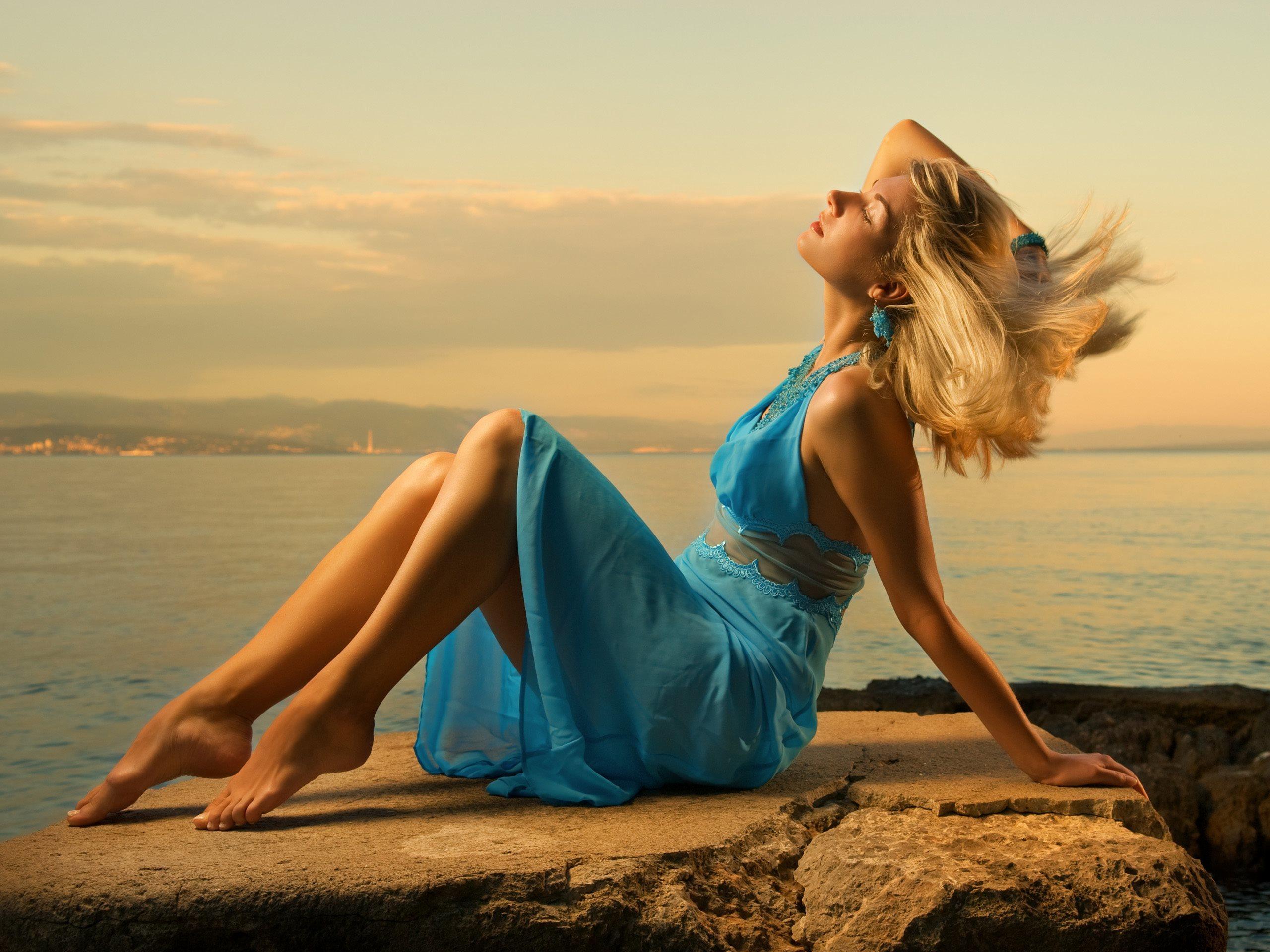 девушка синее платье блондинка girl blue dress blonde  № 3921543 без смс
