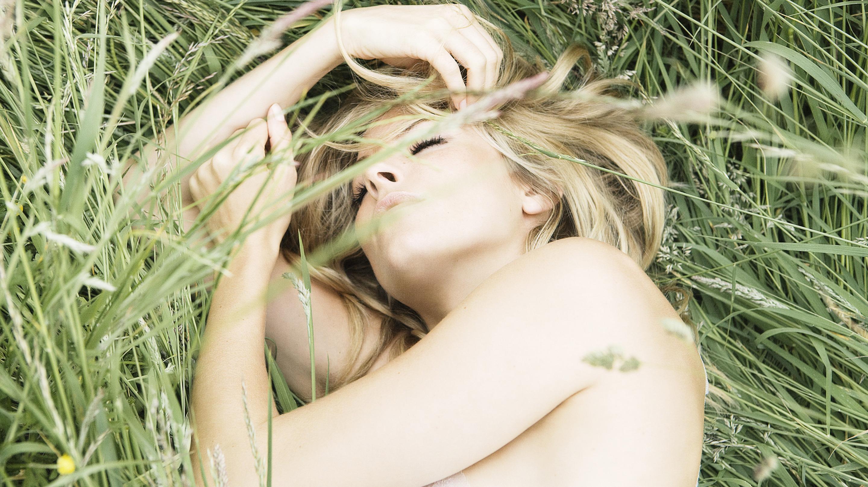 К чему мужчине снится девочка — он имеет интимные мечты, о которых стыдится рассказать партнёрше.