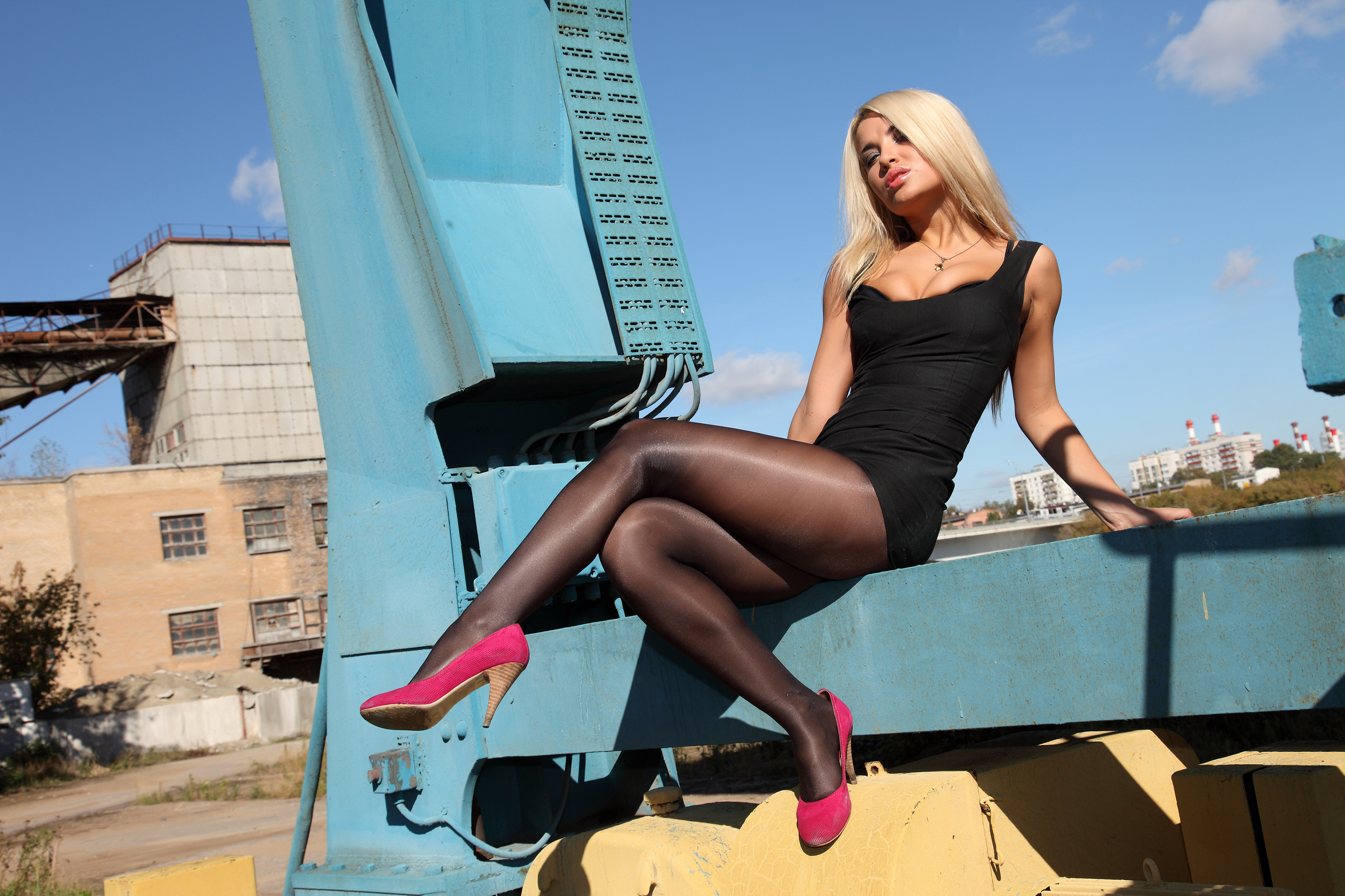 Hot blonde MILF Silvia Saint flashing her upskirt black underwear  36888