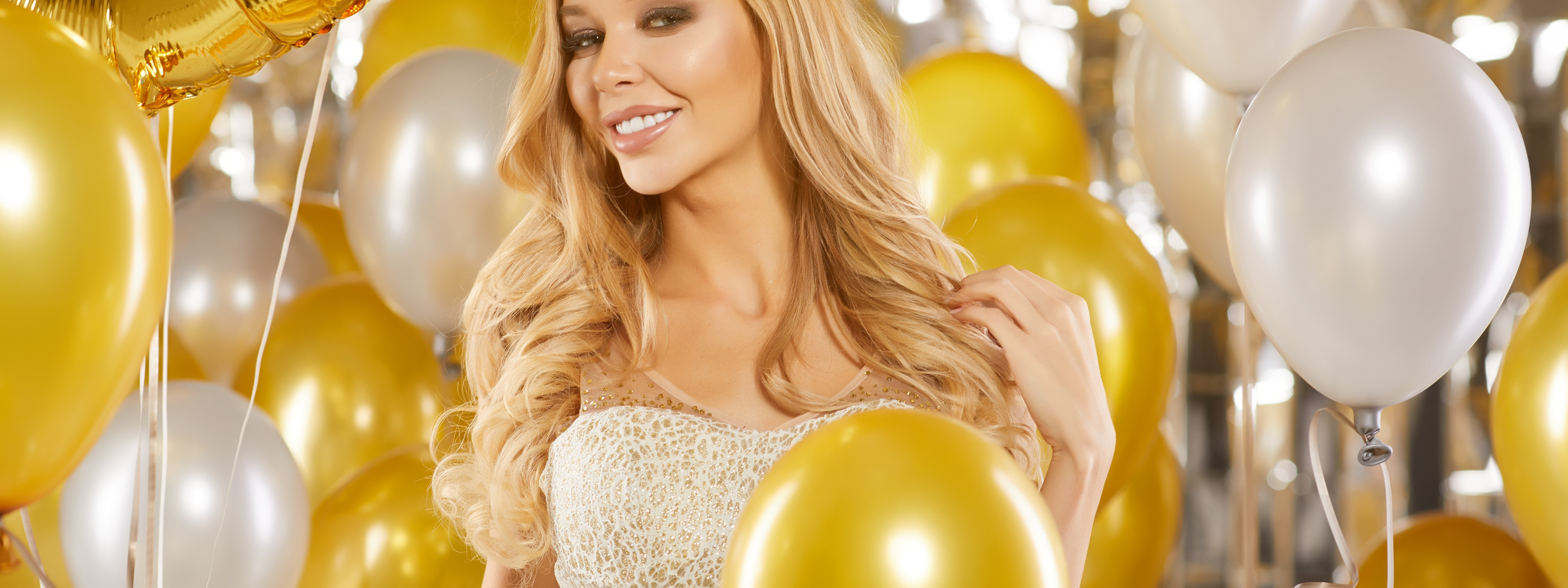 blonde-balloons-sexy-anal-insertions-nude