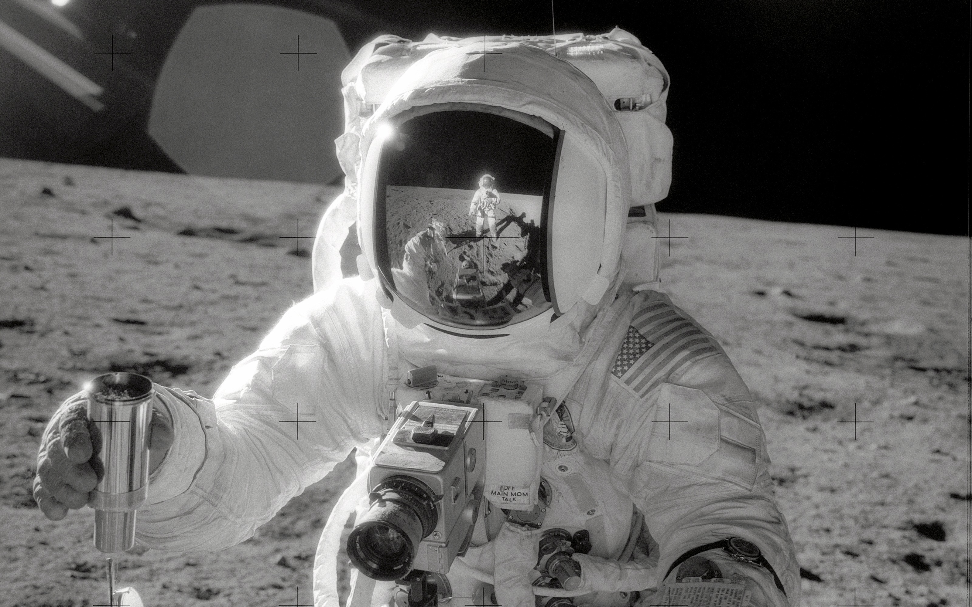 astronaut on the moon pictures - HD 2880×1800