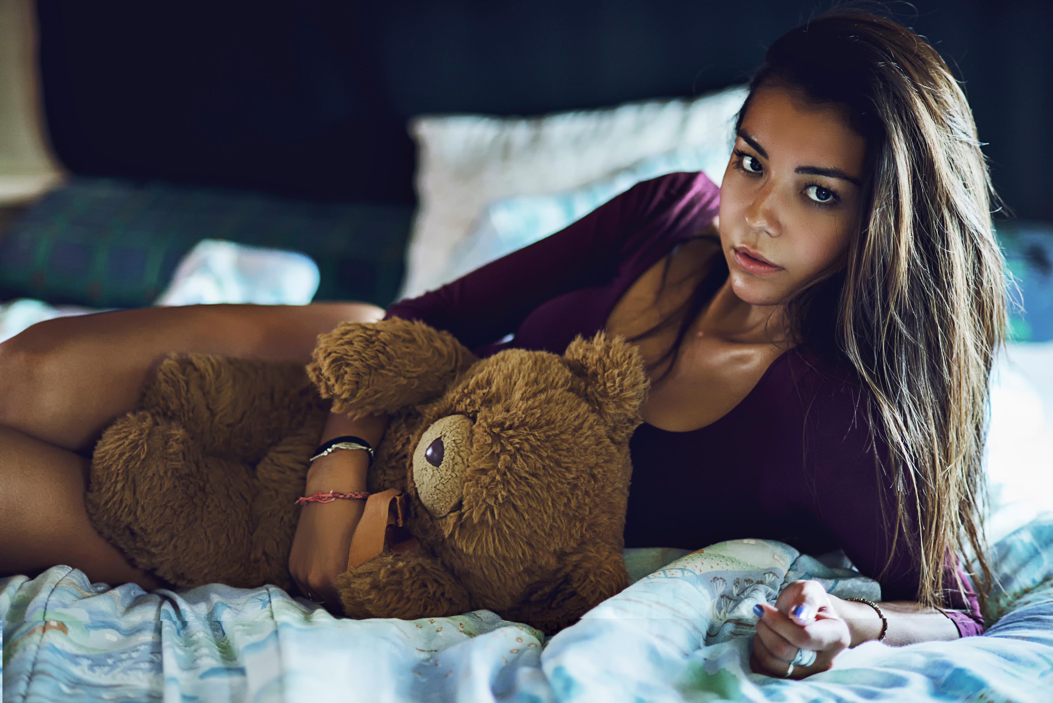 девушка медведь плюшевый  № 351084 бесплатно