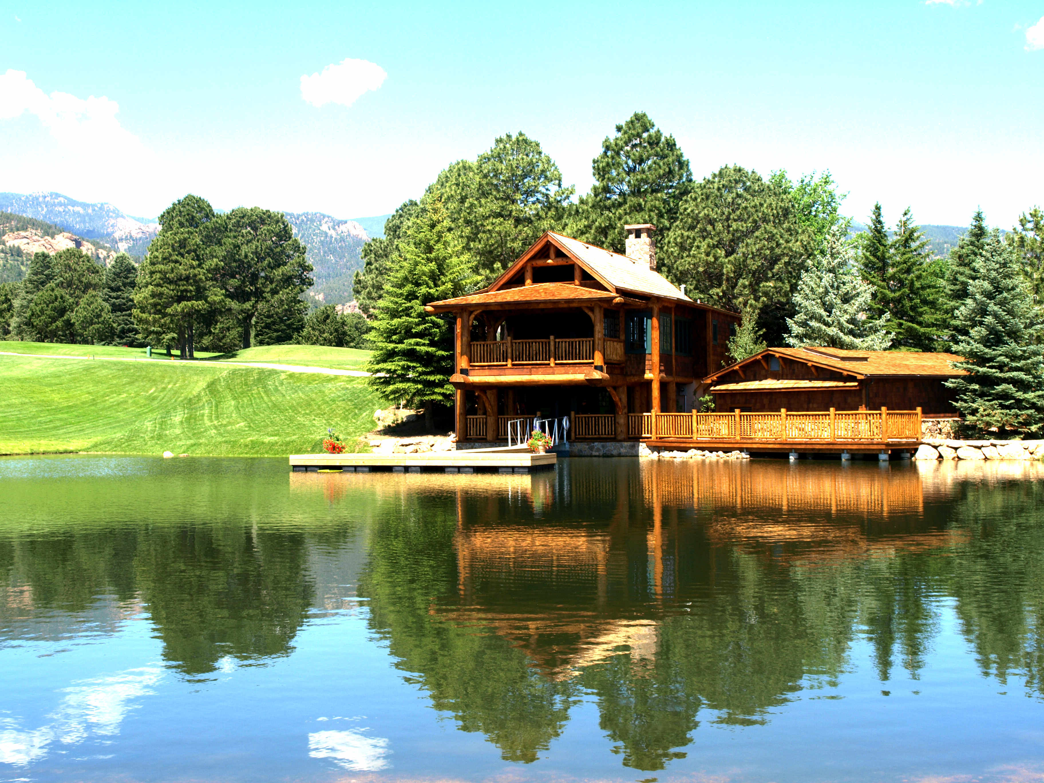 красивые дома у озера фото они часто дают