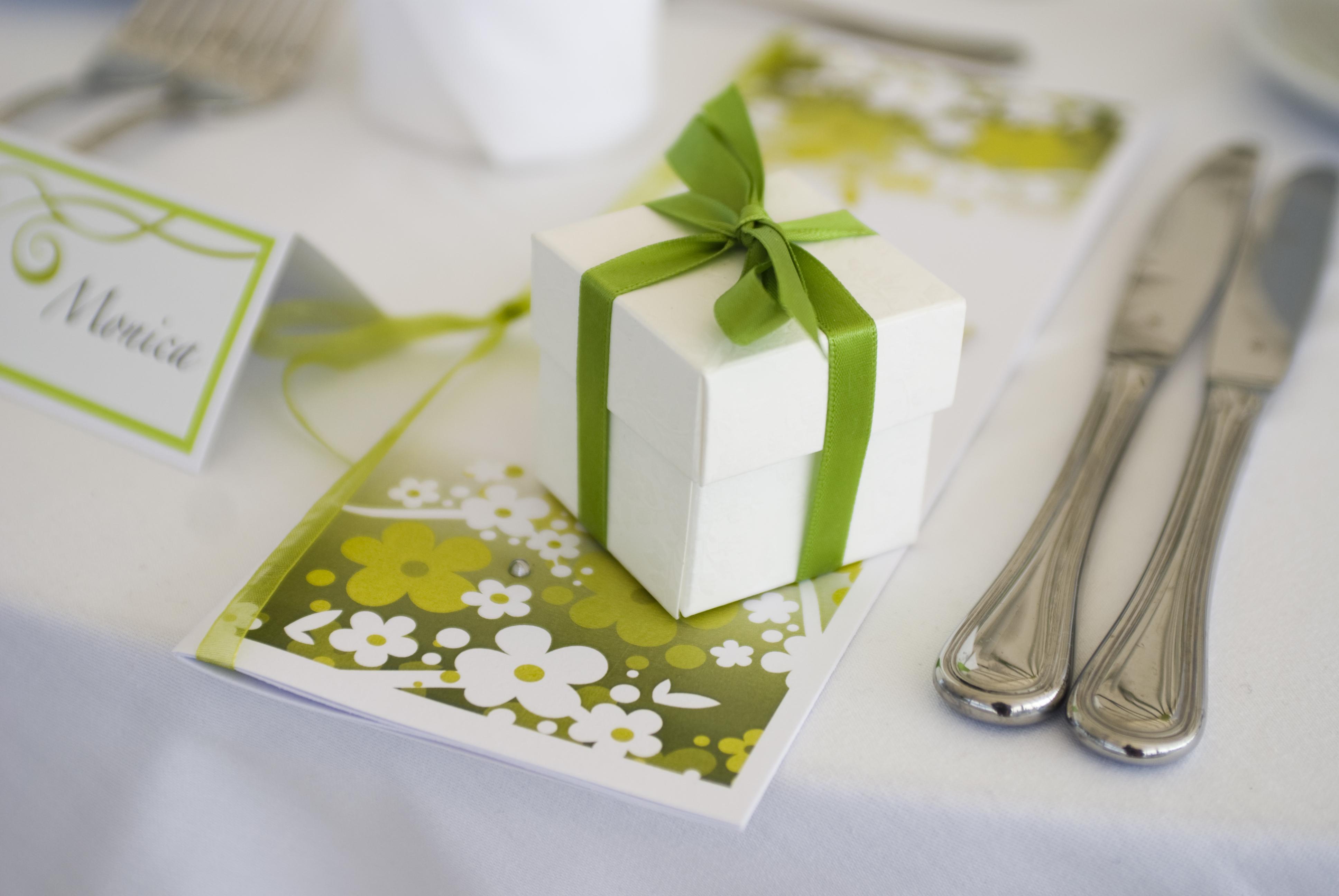 Сердца, зеленая свадебная открытка