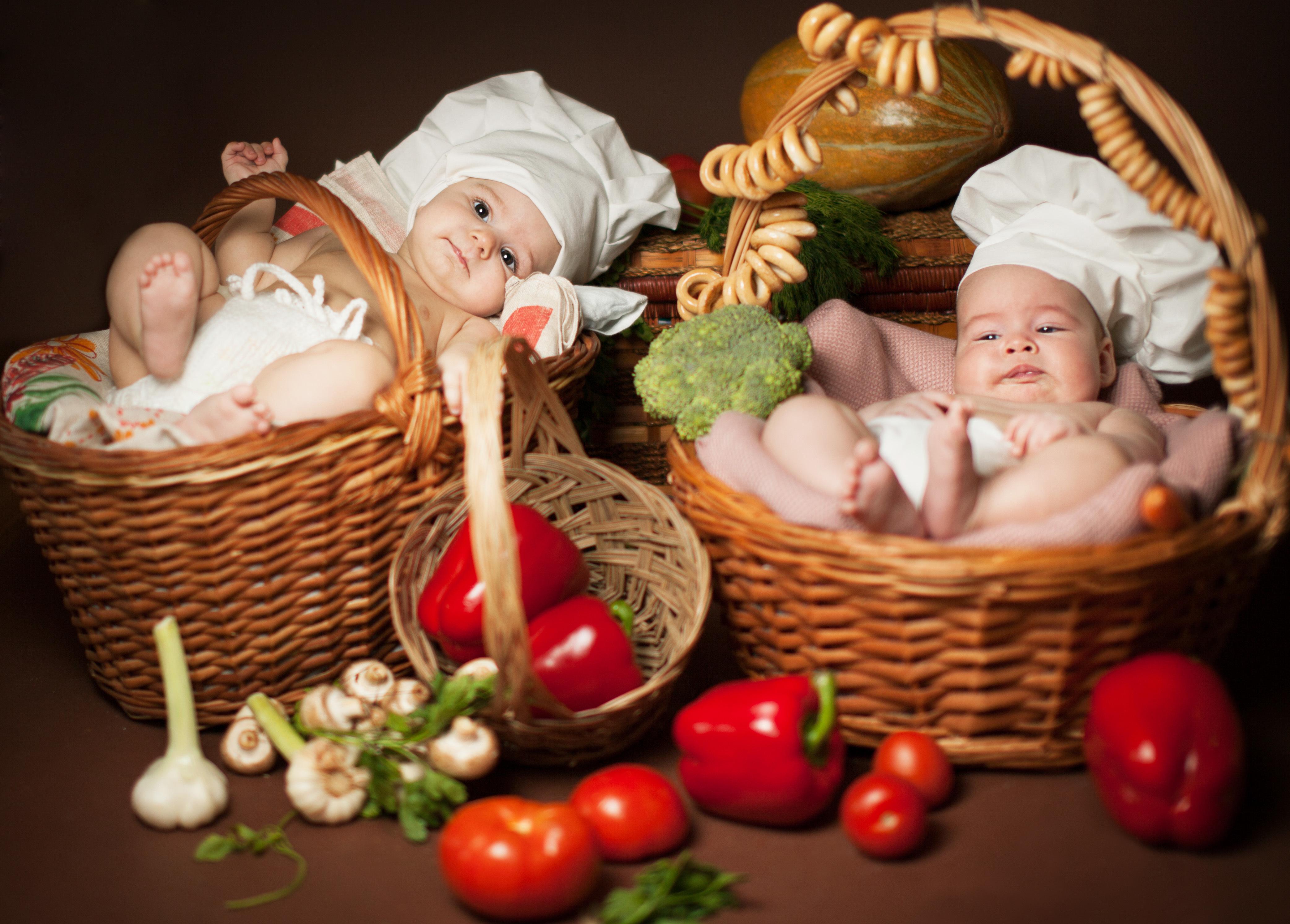Малыш в кокосе  № 1799971 бесплатно