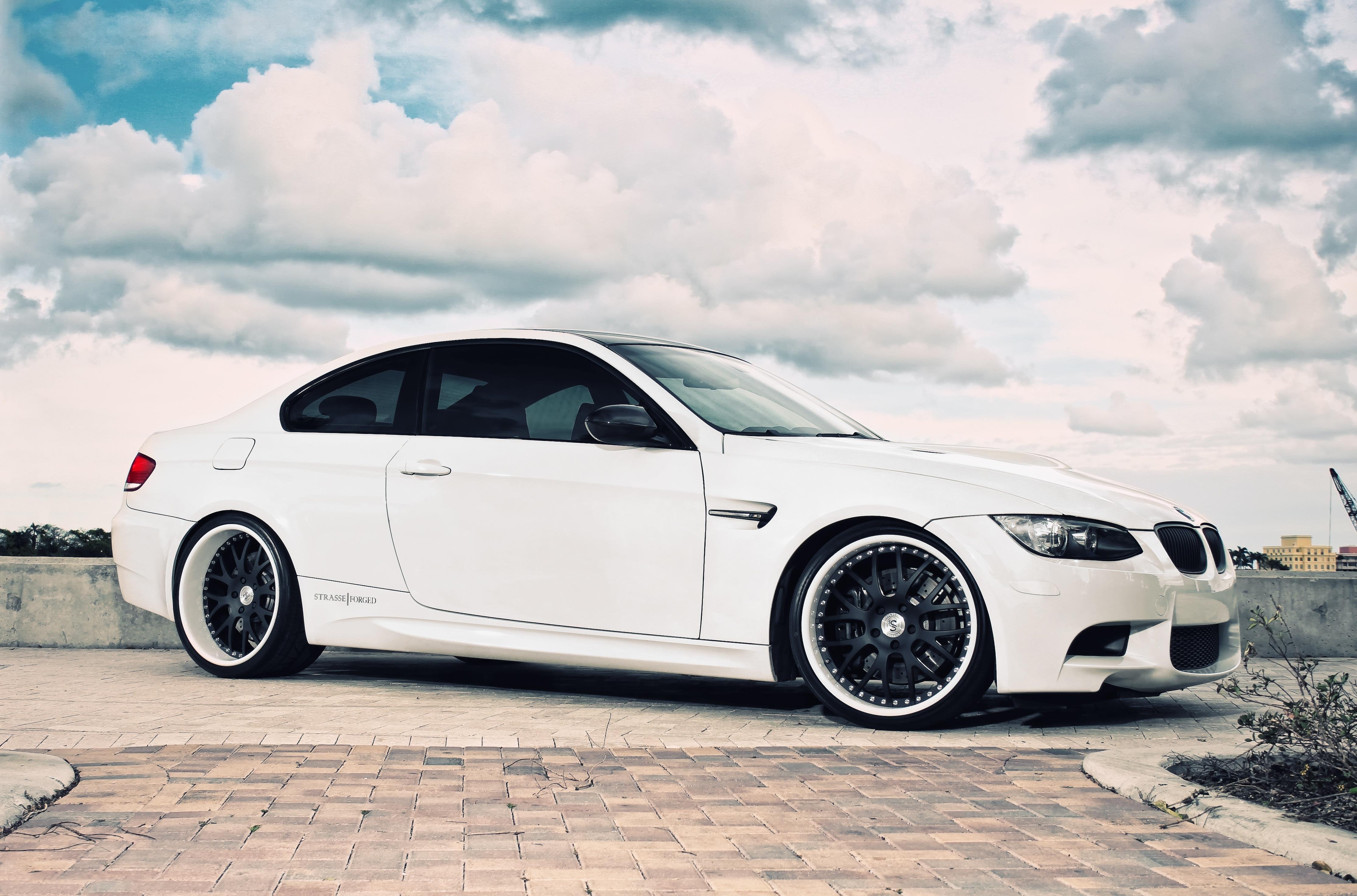 Белый BMW M5  № 445159  скачать