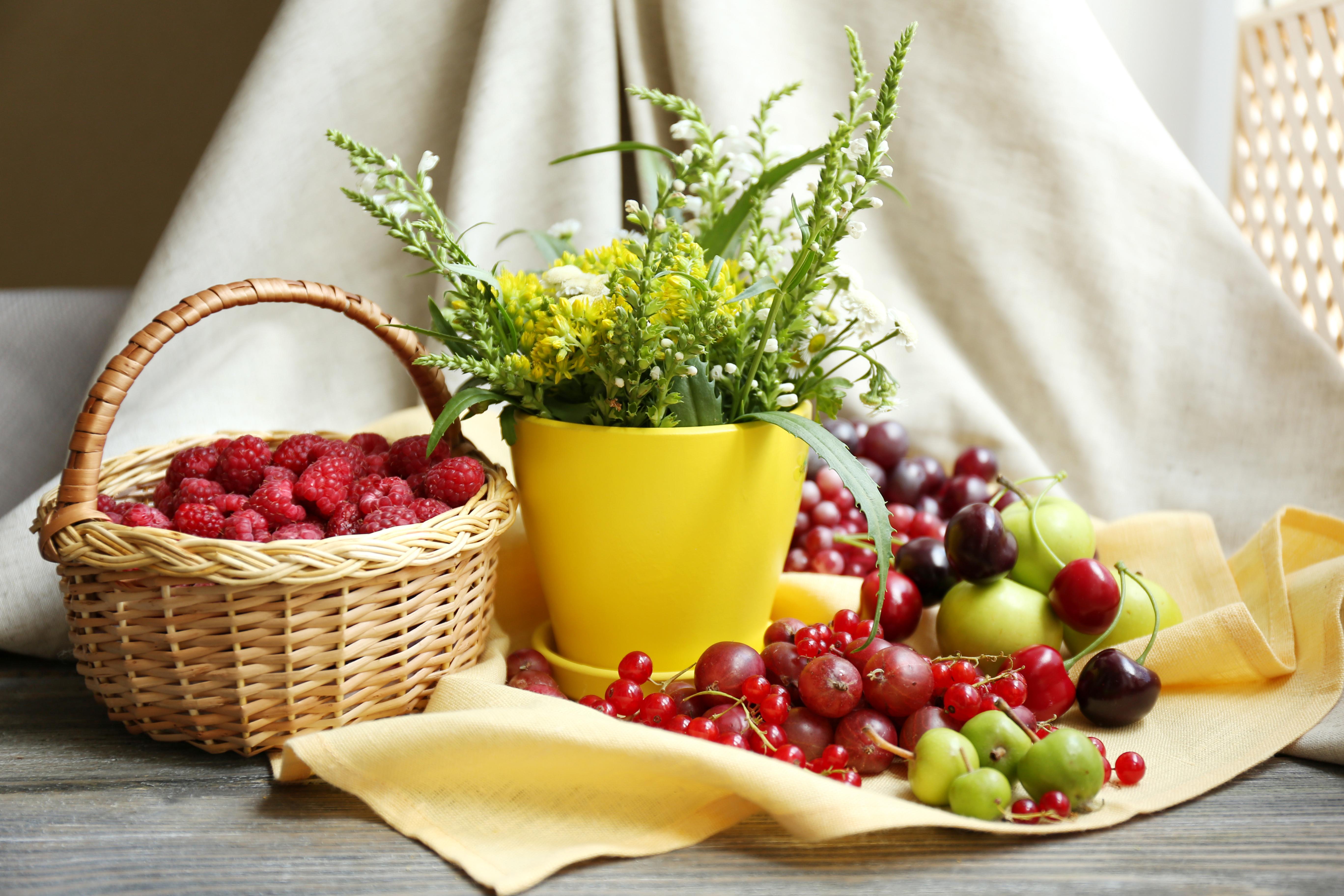 Обои на рабочий стол натюрморт с цветами и фруктами