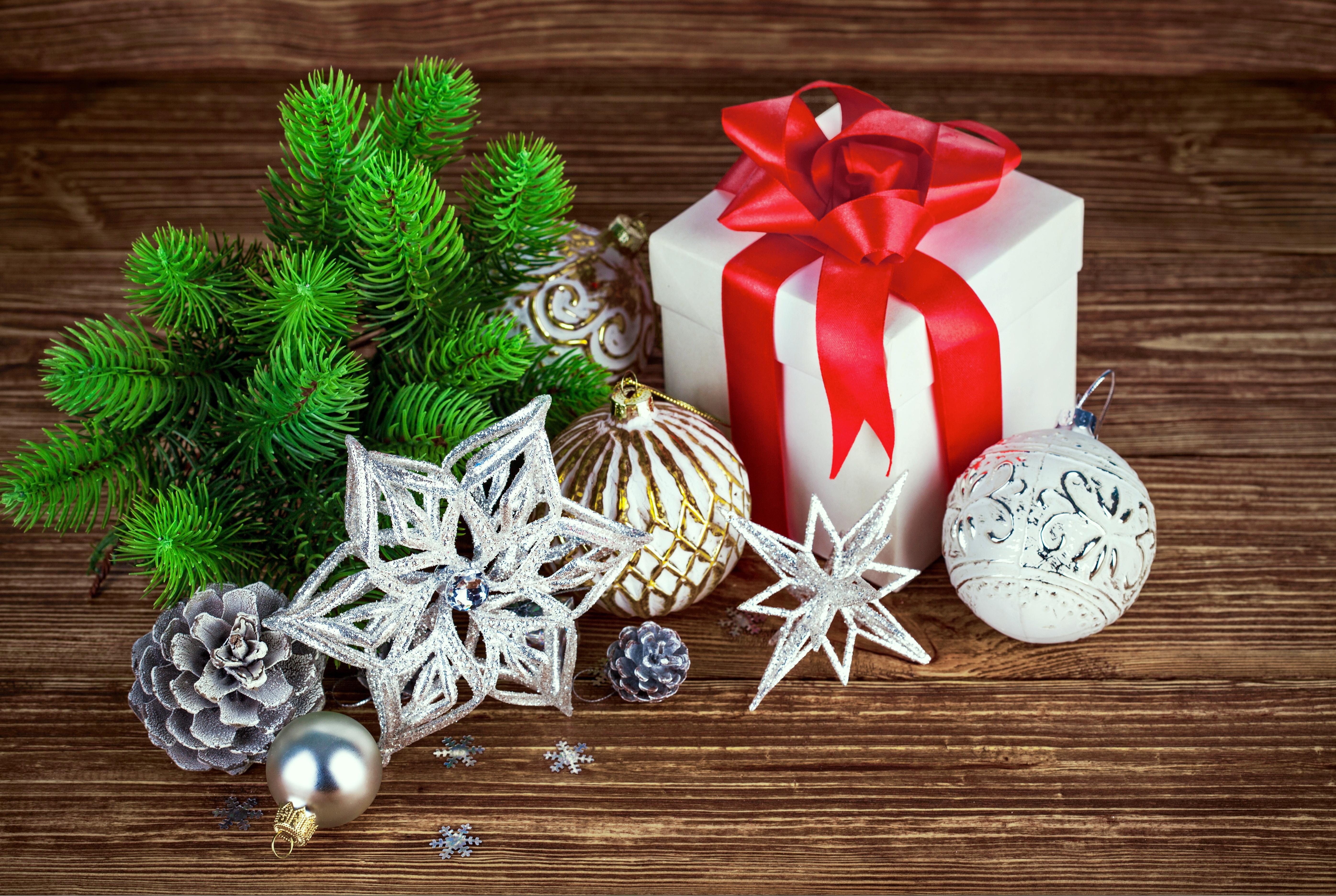 Свинья, новогодние картинки с подарками и елочкой