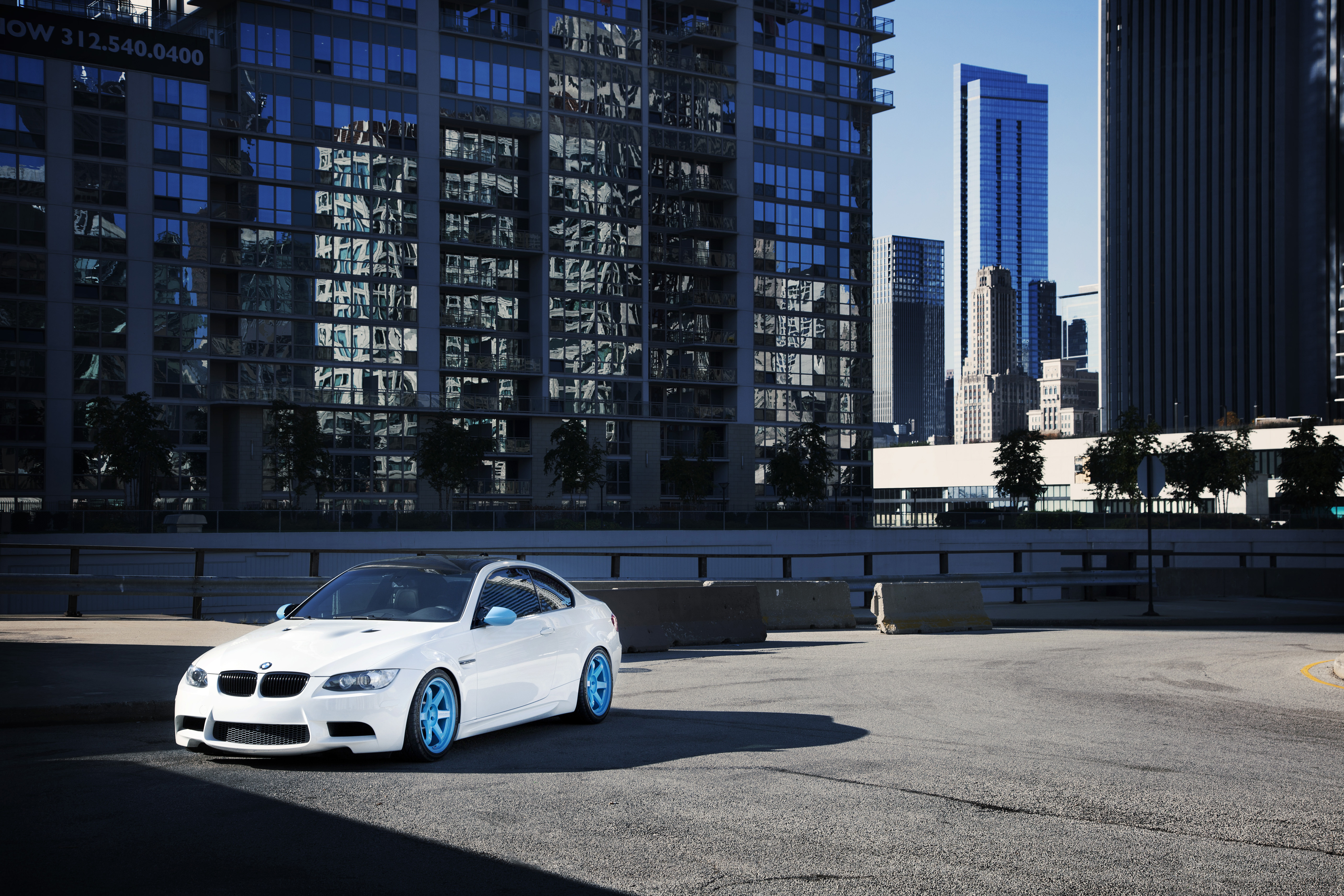 белый автомобиль ind bmw  № 846798 загрузить