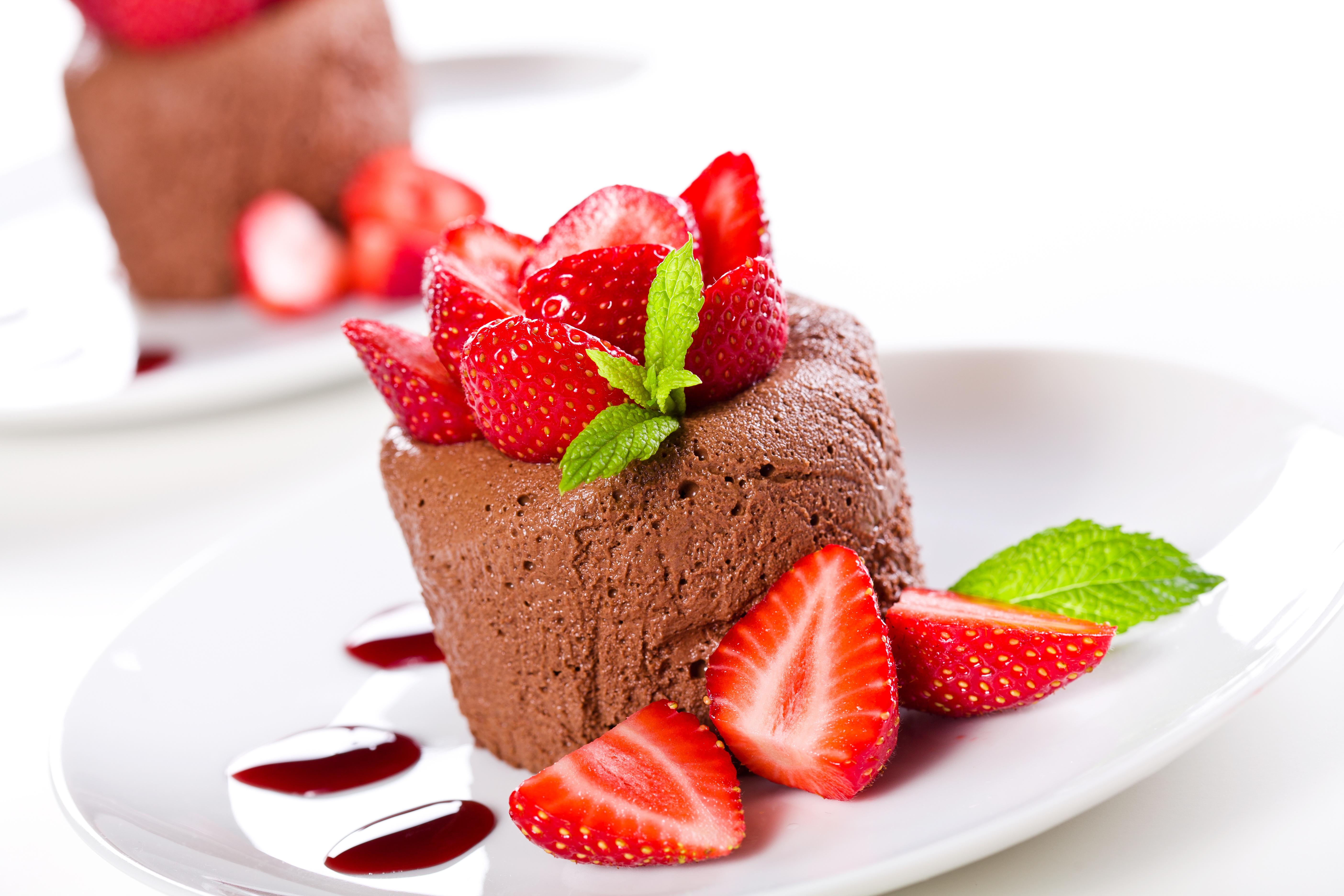 еда кекс клубника шоколад  № 143215  скачать