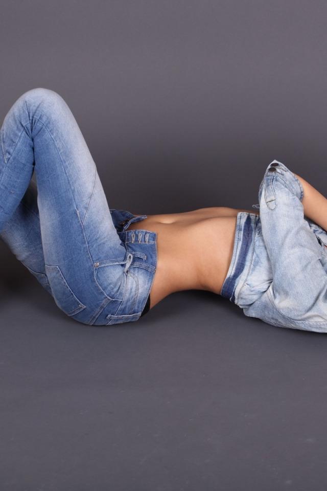 красавица кира в джинсах фото свое время