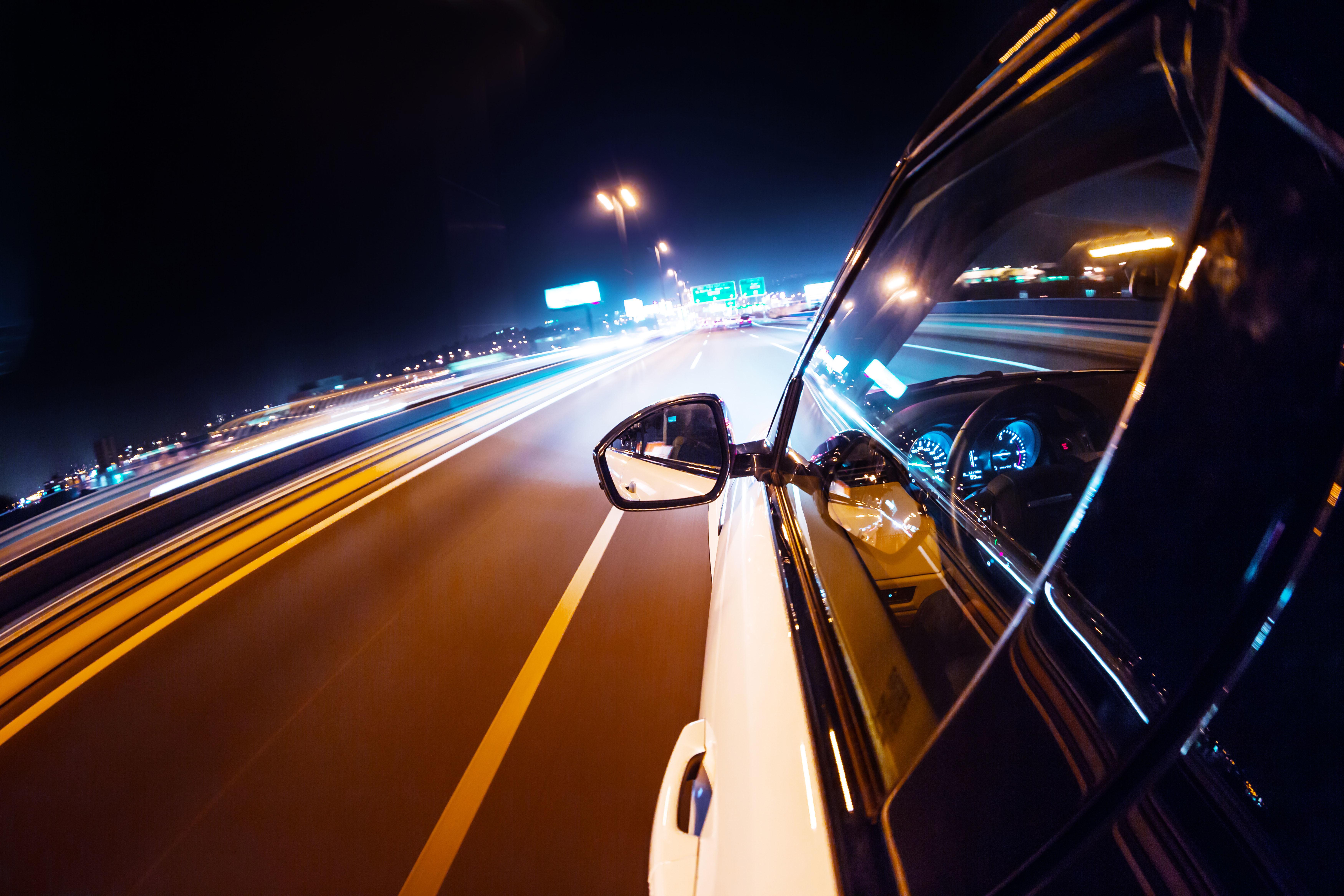 некачественный красивое фото ночной трассы из авто выпускникам