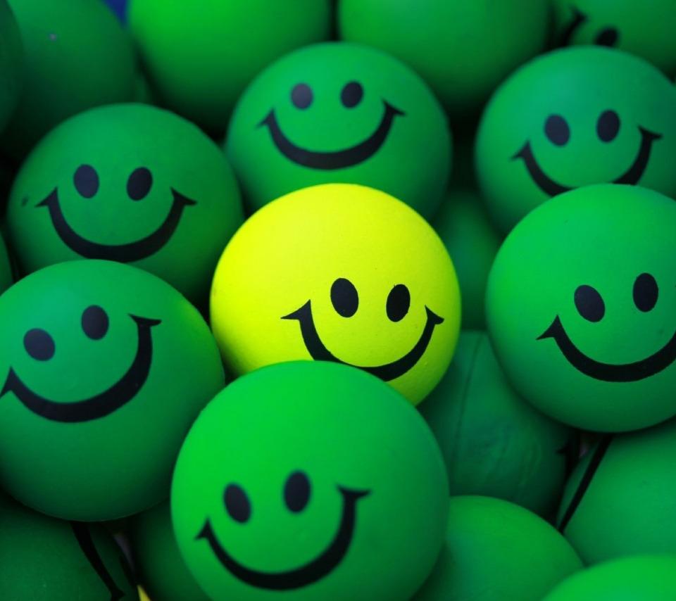 Обои шарики, желтый, смайлы, зеленые. Разное foto 8