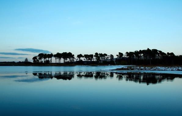 Картинка море, небо, облака, деревья, пейзаж, река, обои, берег, тишина, штиль