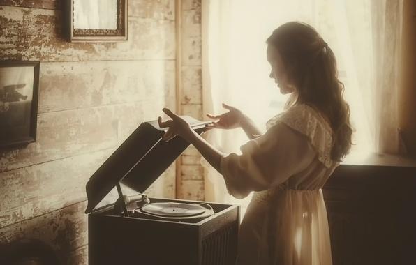 Картинка девушка, проигрыватель, пластинка, vintage