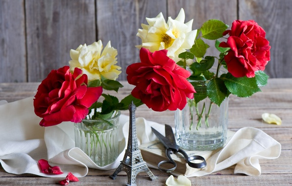 Картинка розы, лепестки, Эйфелева Башня, книга, натюрморт, ножницы, салфетка, сувенир