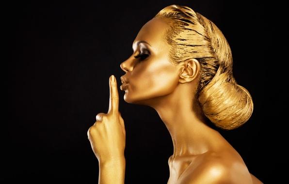 Картинка ресницы, золото, волосы, тело, рука, профиль, черный фон, молель