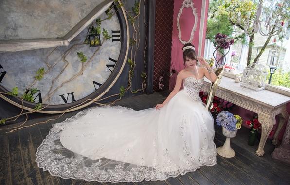 Картинка девушка, цветы, лицо, комната, волосы, платье