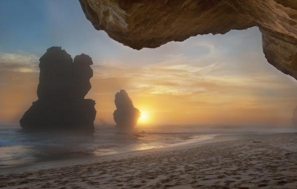 Картинка море, пляж, туман, скалы, утро
