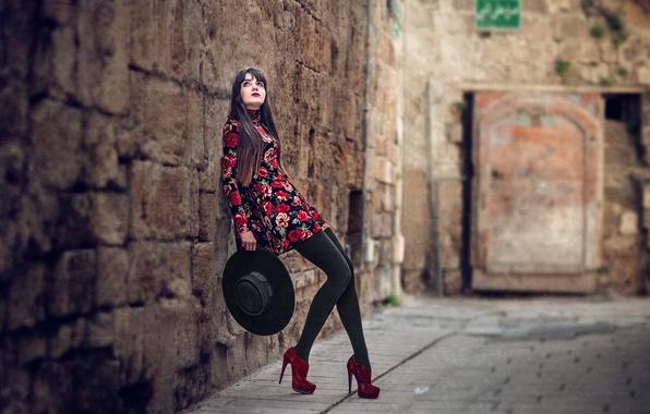 Картинка девушка, стена, шляпа, платье, туфли, ножки, боке, Che Nai