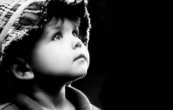Фото обои childhood, children, дети, ребенок, детство, грусть, child, looking up, sad little boy, грустный мальчик, глядя ...