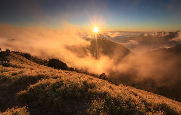 Пейзаж гора утро солнце тучи облака
