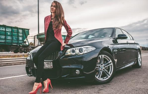 Картинка BMW, Girl, Car, Legs, Model, Woman, View, Road, Hair, 528i