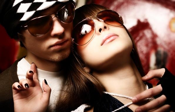 Картинка девушка, шапка, очки, пара, парень, маникюр