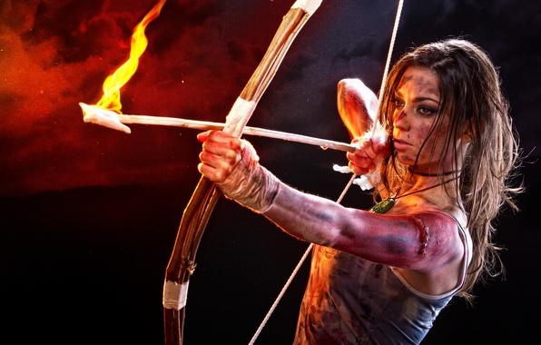 Картинка взгляд, девушка, лицо, огонь, лук, стрела, lara croft, tomb raider, косплей, лара крофт