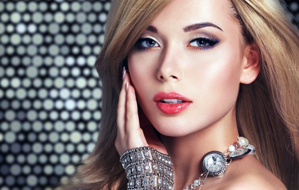 Картинка глаза, взгляд, девушка, украшения, лицо, фон, модель, волосы, рука, макияж, блондинка, губы