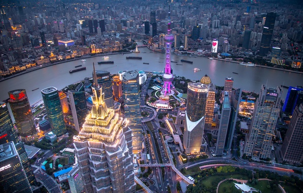 Фото обои огни, река, дома, корабли, небоскребы, вечер, панорама, Китай, Шанхай, катера, мегаполис, вид сверху