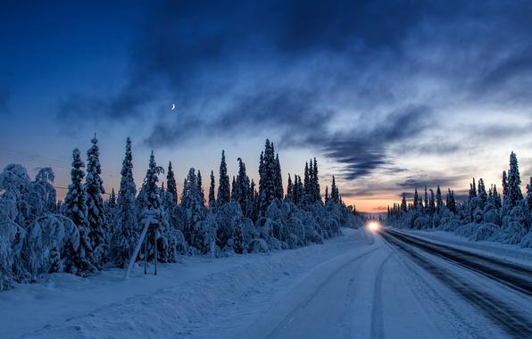 Картинка зима, дорога, машина, лес, свет, снег, закат, вечер