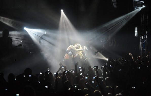 Картинка свет, концерт, зрители, miley cyrus