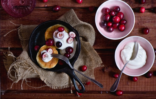 Картинка ягоды, сливки, ложка, вилка, черешня, оладьи