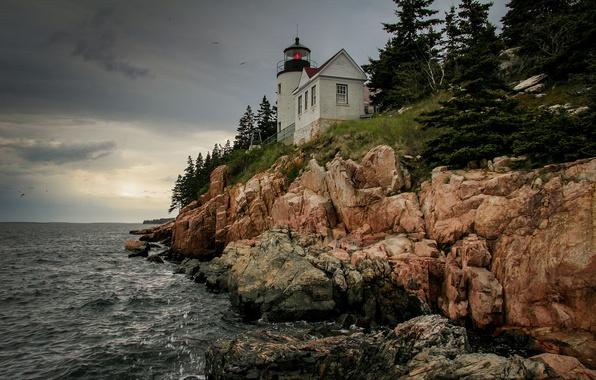 Картинка небо, скалы, маяк, после дождя, серое, США, United States, штат, Maine, залив Атлантического океана, Bass ...