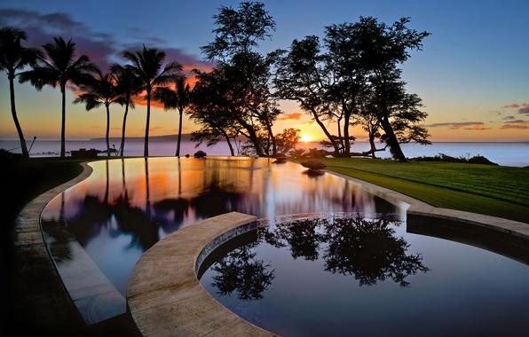 Картинка небо, вода, облака, отражения, деревья, закат, пальмы, остров, бассейн, США, силуэты, штат Гавайи, Мауи, Wailea