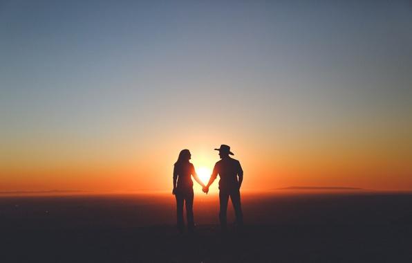 Картинка sky, woman, sunset, mountains, clouds, man, couple, silhouette