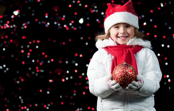 Картинка радость, счастье, ночь, огни, улыбка, настроение, праздник, шапка, новый год, шар, ребенок, девочка, перчатки, new …