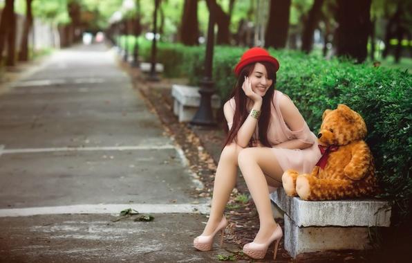 Картинка девушка, мишка, скамья