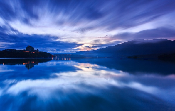 Картинка небо, вода, закат, горы, тучи, озеро, гладь, отражение, синева, вечер, Китай, Тайвань, дымка, КНР
