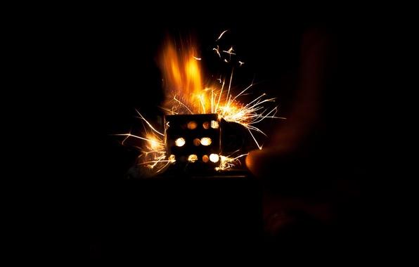 Картинка огонь, рука, искры, Зажигалка