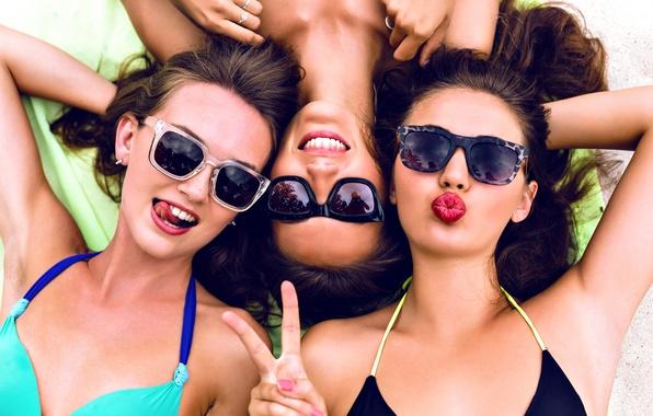 Картинка fun, friends, bikini, sunglasses