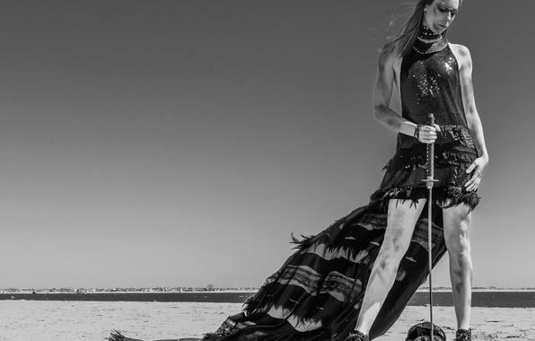 Картинка девушка, стиль, меч, чёрно-белая, монохром