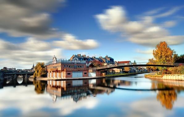 Картинка осень, небо, солнце, деревья, пейзаж, город, река, фото, фон, обои, краски, берег, яркие, дома, день, …