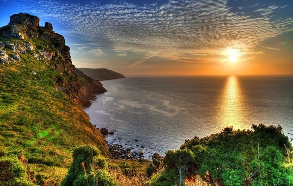 Картинка море, небо, солнце, лучи, закат, камни, скалы, побережье, Англия, красота, горизонт, Exmoor National Park