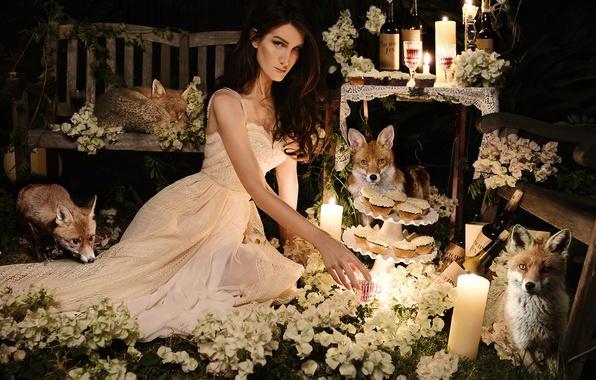 Картинка девушка, цветы, праздник, свечи, лисы