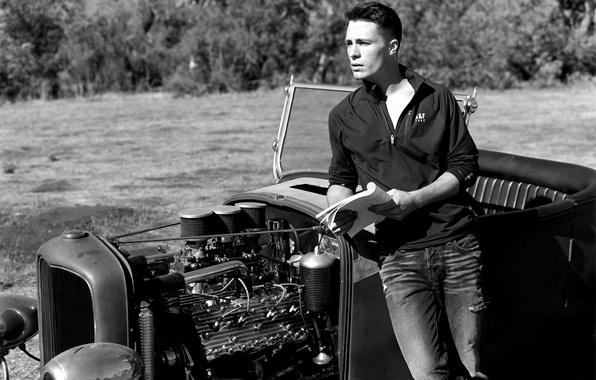 Картинка машина, черно-белое, мужчина, парень, брюнет, Колтон Хэйнс, Colton Haynes