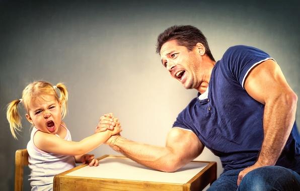 Картинка девочка, папа, Arm Wrestling