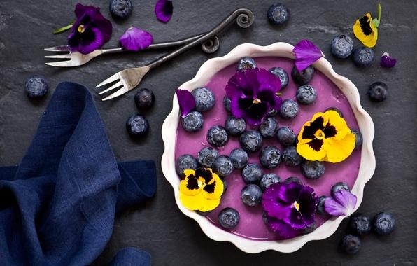 Картинка цветы, ягоды, черника, анютины глазки, десерт, салфетка, вилки, панна-котта, черничная панна-котта