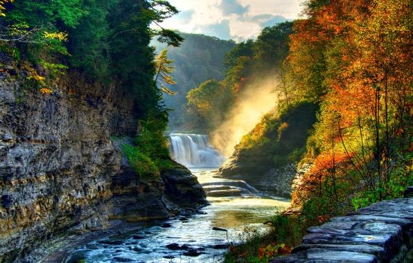 Картинка осень, лес, солнце, деревья, камни, скалы, течение, водопад, красота, речка, каскад, пороги